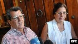 El opositor cubano Oswaldo Payá junto a su esposa Ofelia Acevedo.
