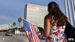 Policía política impide a periodista asistir a reunión en embajada estadounidense en Cuba