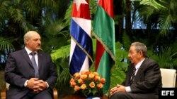 Alexander Lukashenko y Raúl Castro se reúnen en el Palacio de la Revolución de La Habana durante la visita de 24 horas del primero a la isla en junio de 2012.