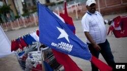 Detalle de una bandera de la campaña del candidato presidencial Juan Orlando Hernández, del conservador Partido Nacional, hoy, sábado 23 de noviembre de 2013, en Tegucigalpa (Honduras). Los hondureños votarán mañana domingo por un presidente, tres designa