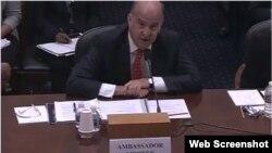 El subsecretario adjunto principal interino del Departamento de Estado, Kenneth Merten.