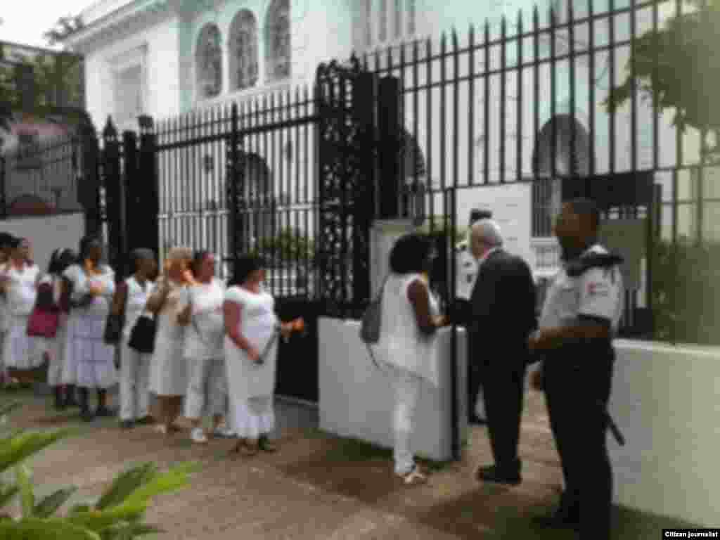 Reporta Cuba Damas Condolencias Francia foto Berta Soler