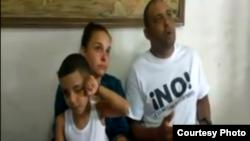 El politico Mitzael Díaz Paseiro antes de ir a prisión, junto a su esposa Arianna Lopez y el hijo de ambos.
