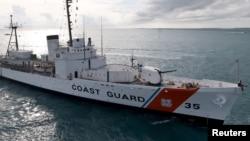 Archivo - El buque de la Guardia Costera Cutter Ingham a su llegada a Key West, Florida on November 24, 2009.
