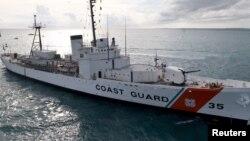 Archivo - El buque de la Guardia Costera Cutter Ingham a su llegada a Key West, Florida el 24 de noviembre de 2009.