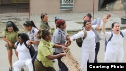 Arrestos a Damas de Blanco el domingo 28 de enero del 2018 en La Habana.