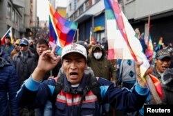 Partidarios de Evo Morales marchan el jueves en una calle de La Paz (Foto: Carlos Garcia Rawlins/Reuters).