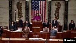 La congresista Diana Degette preside la mañana del miércoles la sesión de la Cámara que concluiría en la votación de los artículos del juicio político al Presidente Donald Trump (Foto: Reuters).
