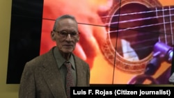 Juanito Márquez, compositor, arreglista y director de orquesta cubano, en su 90 cumpleaños, Miami. (LF. Rojas).
