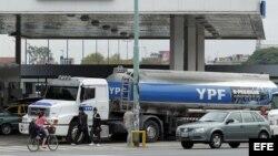 El gobierno cubano respaldó la expropiación por Argentina de YPF, una filial de la española Repsol.