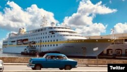 El MS Hamburg atracado en el Puerto de La Habana, en una foto tomada de la cuenta de Twitter de la compañía operadora, Plantours Kreuzfahrten.