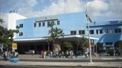 Pasajeros de ómnibus nacionales protestan contra tarifas por sobrepeso