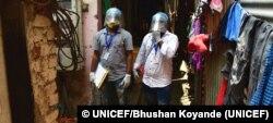 Estos trabajadores sanitarios de la India participan en una campaña de información sobre las vacunas COVID-19 en Mumbai. Foto: © UNICEF/Bhushan Koyande.