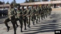 Archivo - Militares bolivianos.