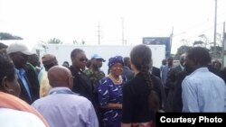 Inauguran unidad de tratamiento del ébola construida por EEUU en Liberia.