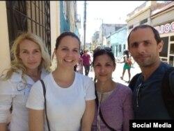 Periodistas independientes de La Hora de Cuba: (der. a izq.): Henry Constantín, su esposa Iñalkis Rodríguez, Iris Mariño y Sol García Basulto
