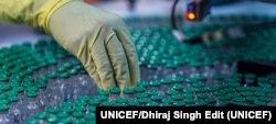 Fábrica de viales para las vacunas COVID-19 en una instalación de Pune, en el oeste de la India. Foto: UNICEF/Dhiraj Sing Edit