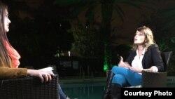 Guatemalteca Gloria Álvarez, entrevistada por Lizandra Díaz, de Martí Noticias. Foto: Jorge Ignacio Pérez.