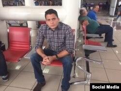 Eliécer Avila en el Aeropuerto Internacional José Martí de La Habana.