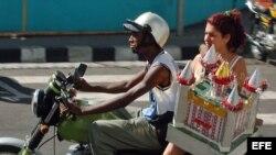 Las moto-taxis de Santiago de Cuba