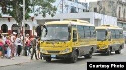 Desde julio de 2013 funcionan en Cuba unas 123 cooperativas no agropecuarias, entre ellas algunas de transporte de pasajeros.
