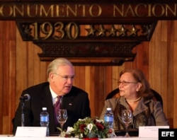 Gobernador de Misuri en Cuba junto a la directora para América del Norte del Ministerio de Comercio Exterior, Maria de la Luz B´Hamel