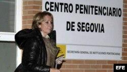 Esperanza Aguirre, ante la cárcel de Segovia