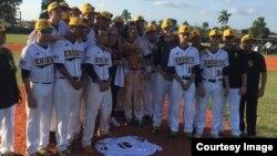 Maritza Fernández, madre del fallecido lanzador de Grande Ligas José Fernández, nombrada madrina de honor del equipo de béisbol de la escuela secundaria Miami Sunset Senior High.