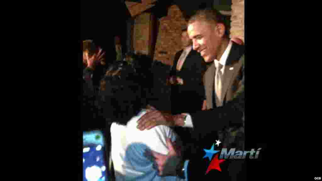 El presidente Barack Obama saluda a la líder de las Damas de Blanco Berta Soler Fernández