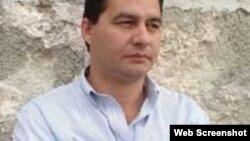 Estado de Sats dedica foro literario al escritor encarcelado Angel Santiesteban
