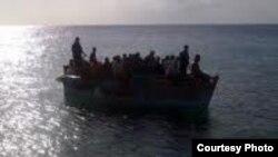 Pocos huyen en embarcaciones rústicas por la costa norte de Cuba, pero es considerable el número de balseros por la costa sur.