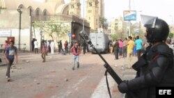 Policía antimotín en El Cairo, Egipto.
