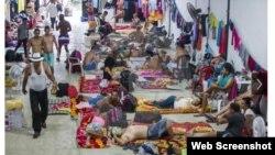 En 2016 cientos de migrantes cubanos permanecieron meses en una bodega en Turbo, Colombia, esperando por una medida que los llevara a EE.UU. (Archivo).
