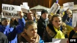 Las mujeres en Ucrania recordaron a las víctimas en el día Internacional de la mujer