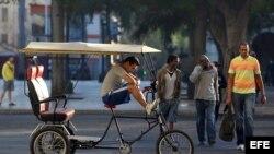 Cubanos en la calle hoy jueves 18 de diciembre de 2014.