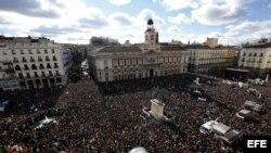 """Vista de la Puerta del Sol de Madrid, donde miles de personas se concentraron en la """"marcha del cambio""""."""