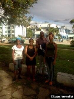 Acompañan a Fariñas frente a Estación foto Yoel Bencomo 2 de septiembre