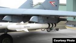 Misiles aire-aire Vympel R-73E en un avión de combate.