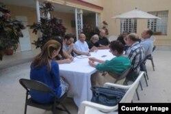 David A. Duckenfield, secretario adjunto de Comunicaciones del Departamento de Estado, se reunió en marzo en La Habana con nueve periodistas independientes cubanos.