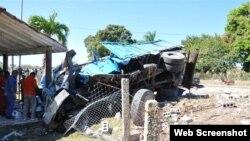 Accidente ocurrido en Los Limpios, Sancti Spiritus, en la mañana de este sábado.