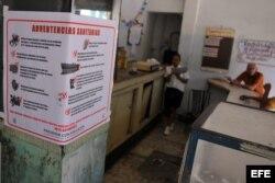 Un cartel recomienda medidas contra el cólera sin identificarlo.