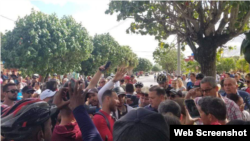 Masiva protesta en La Candonga, Santa Clara. (Captura de imagen/CubaNet)