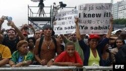Centenares de personas se reunieron en la playa de Copacabana, para participar en la fiesta de la victoria de la ciudad de Río como sede los Juegos Olímpicos 2016 (abril, 2009).