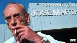 Archivo - Eloy Gutiérrez Menoyo, a su llegada al aeropuerto José Martí de La Habana, en 2003.