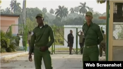 Guardias de una prisión en Cuba.