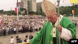 El Papa Juan Pablo II en la misa en la Plaza de la Revolución el 25 de enero de 1998.