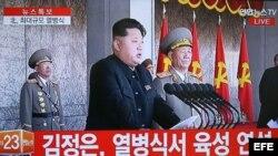 Kim Jong Un en una imagen to0mada de la televisión nacional norcoreana durante el desfile militar.