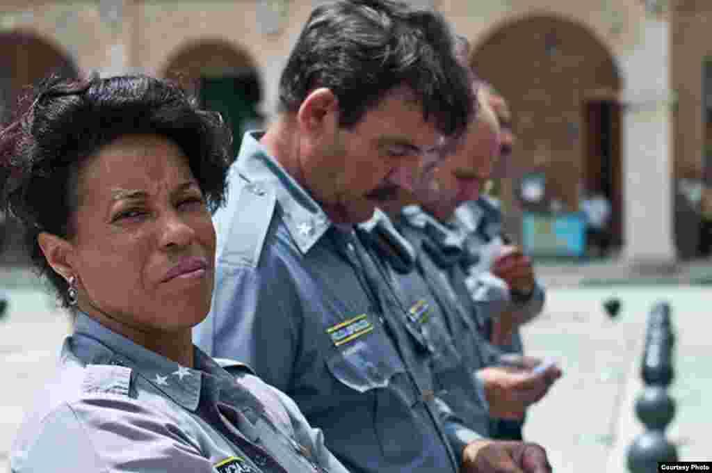 Oficiales del MININT