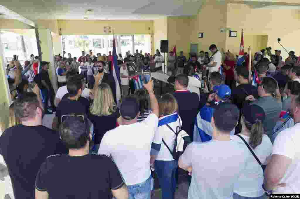 """Eliécer Ávila afirmó que """"en un momento en el que Venezuela, Nicaragua y otros países del mundo sufren transformaciones, los cubanos no podemos dar la espalda e ignorar, debemos insertarnos en esta ola de cambio y tratar por todos los medios de que Cuba también se democratice en este 2019""""."""