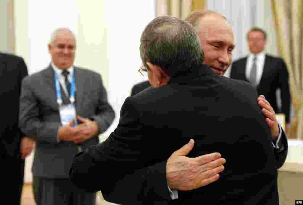 Putin y Raúl Castro en reunión del Kremlin.